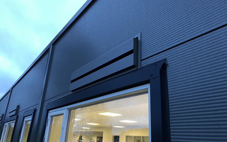 Udvendig installation af MicroVent ventilation hos HB Medical