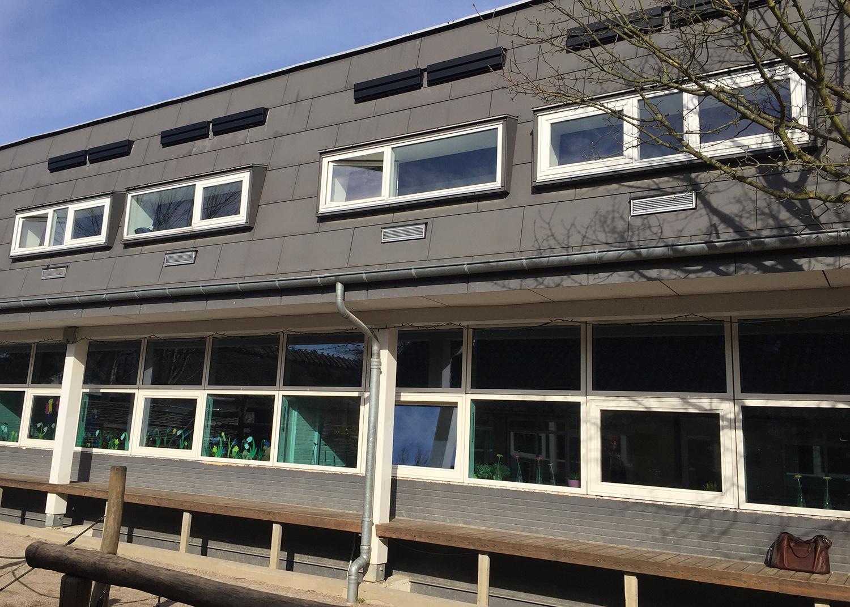 MicroVent ventilation på udendørs facade på Birkerød Privatskole