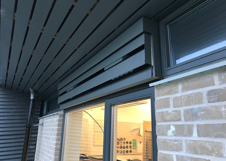 Udendørs installation af MicroVent ventilation på Høvelte Kaserne