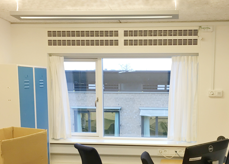 Udendørs og indendørs syn på MicroVent ventilation på Høvelte Kaserne