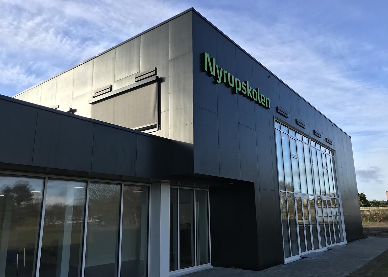 Nyrupskolen udendørs facade med MicroVent ventilation