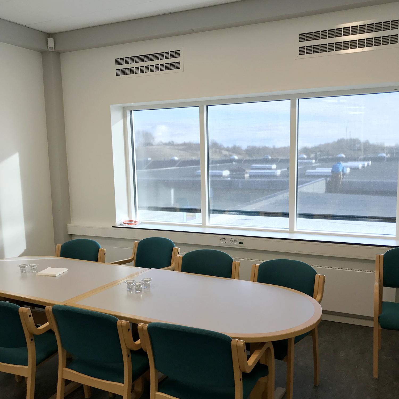 MIcroVent ventilation i mødelokale på Nyrupskolen