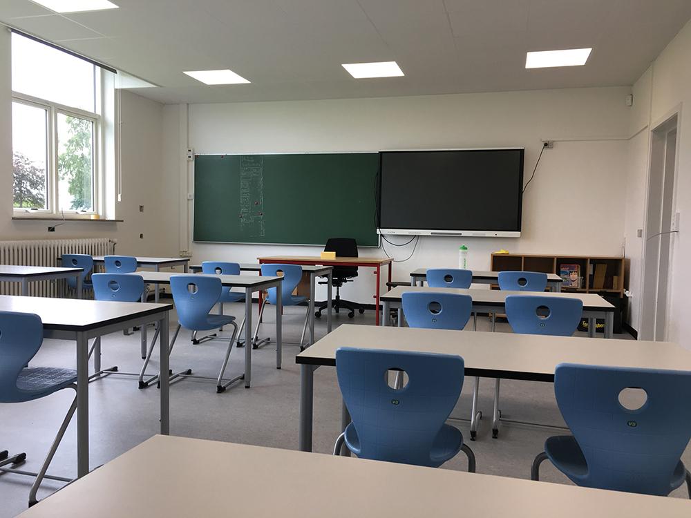 Et klasselokale med Performance+ ventilationssystem installeret