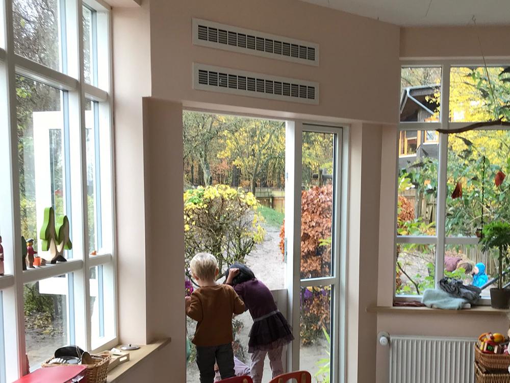MicroVent ventilation ved udgangen til haven i Solhjem Børnehave