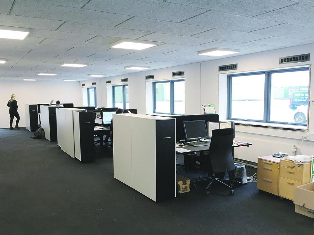 Åbent kontor med MicroVent ventilationssystem i GSV Materieludlejning