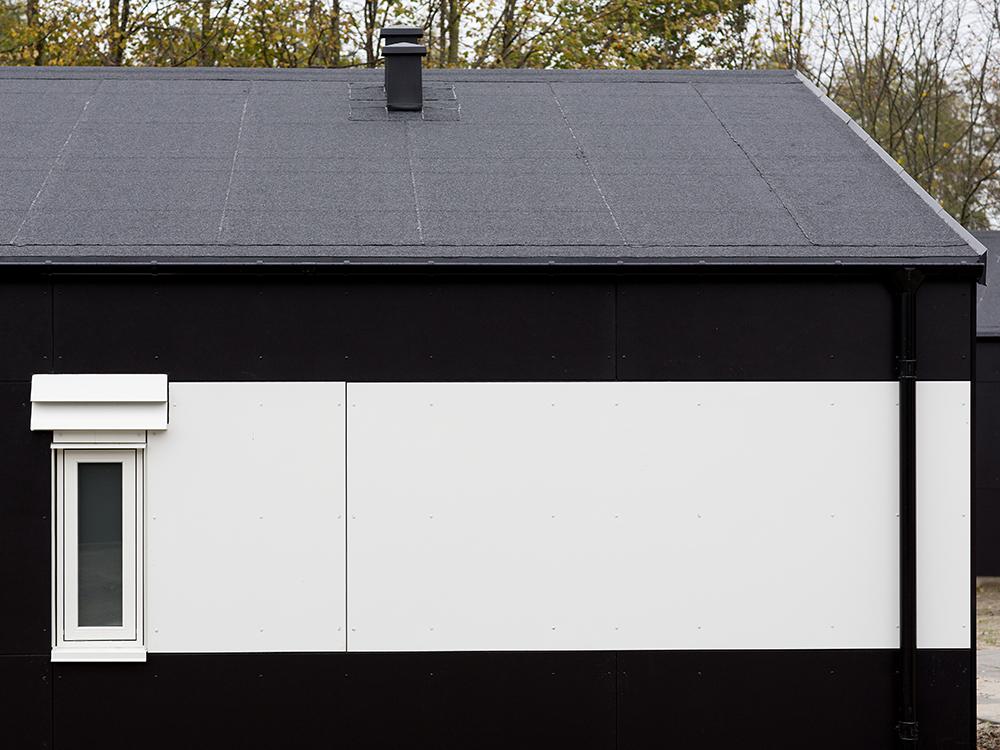 Udendørs installation af MicroVent ventilation på hjemløseboliger