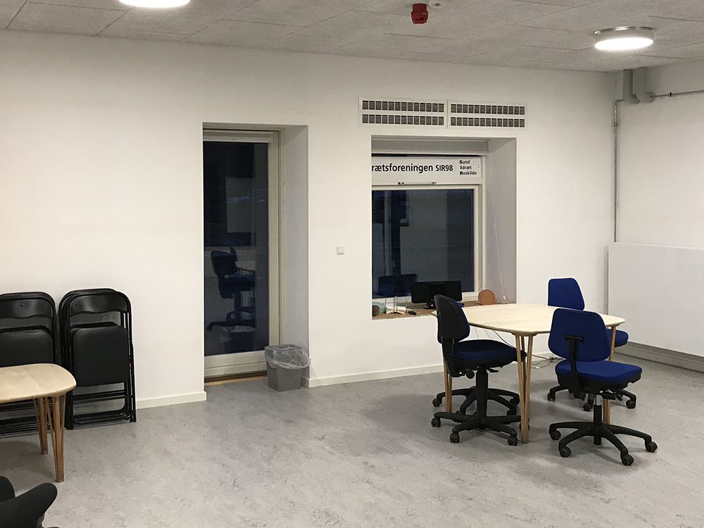 MicroVent ventilationssystem over vindue i arbejdslokale i Musicon