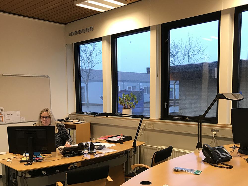 MicroVent ventilation over vindue på kontor på Otting Skole