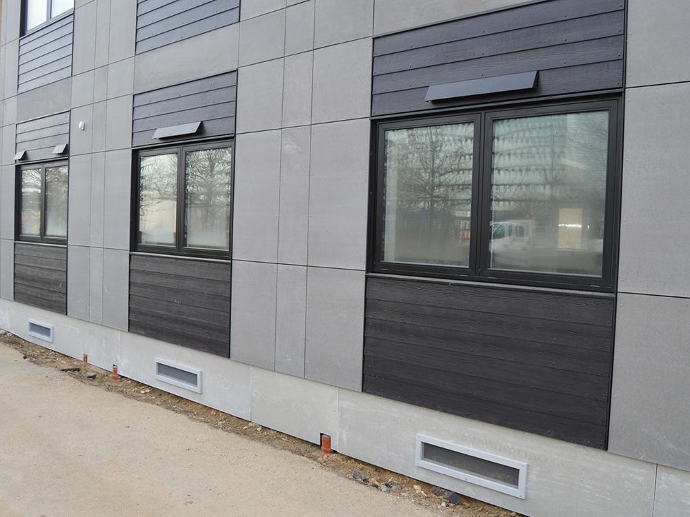 Udendørs ventilationsenheder installeret på Per Aarsleff A/S bygning