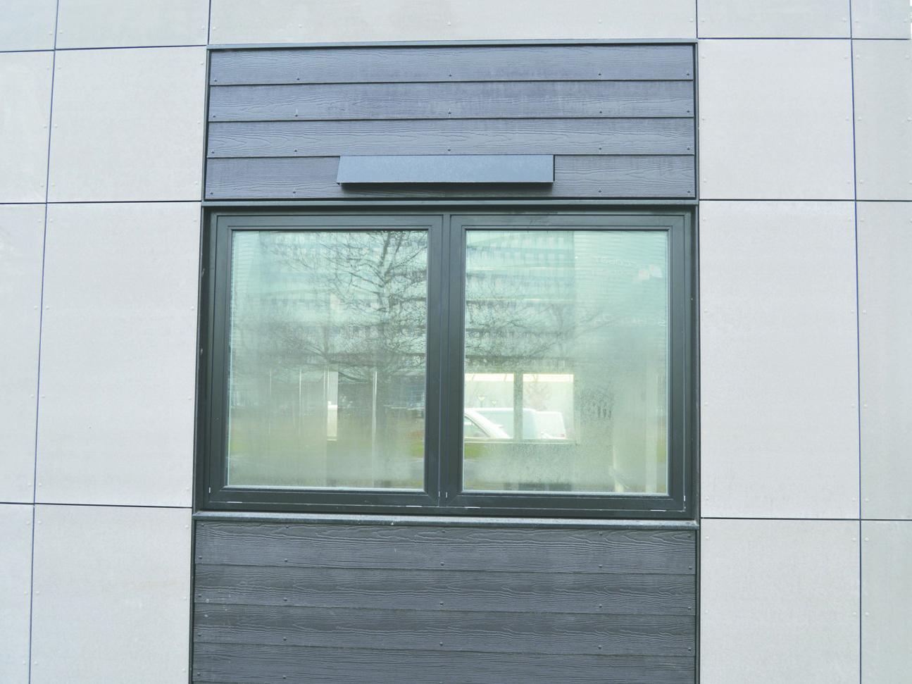 MicroVent ventilation over vindue udendørs på Per Aarsleff A/S bygningen