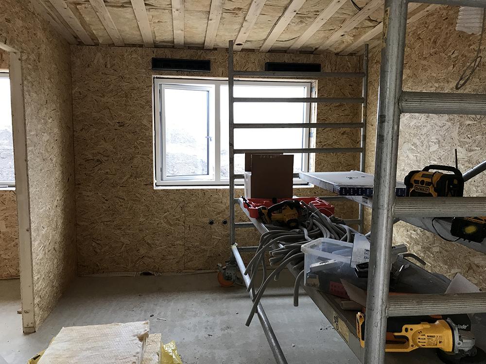 Installation af Microvent ventilation indenfor i hus i Rosenhaven
